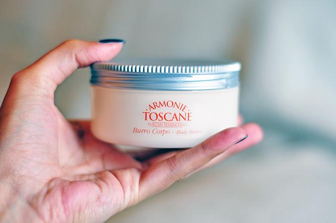 Bottega di Lungavita | Beauty Review | www.akanksharedhu.com | Body butter in hand