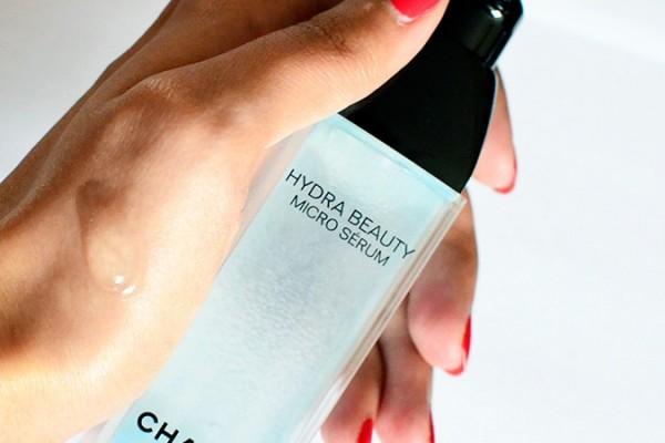 Hydra Beauty Micro Serum   Chanel   Akanksha Redhu   texture with bottle in hand