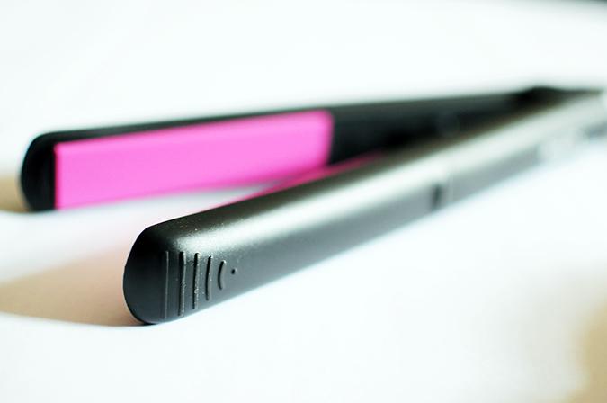 Philips - Selfie Straightener | Akanksha Redhu | grip close up flat