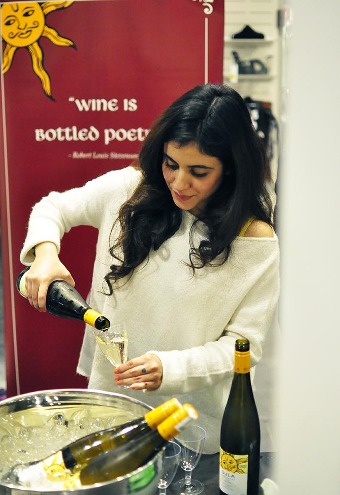 Sula Fest Pre-Party   Vero Moda   Akanksha Redhu   girl pouring wine
