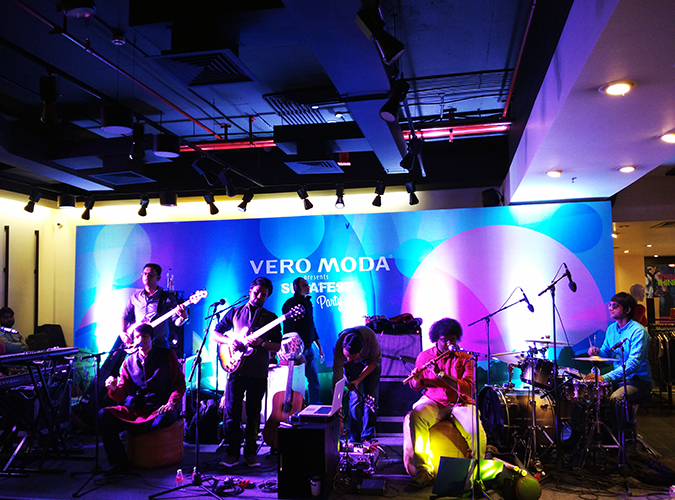 Sula Fest Pre-Party   Vero Moda   Akanksha Redhu   band wide 1