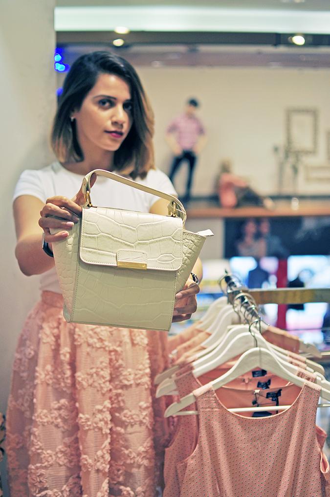 Wills Lifestyle | Akanksha Redhu | holding white bag