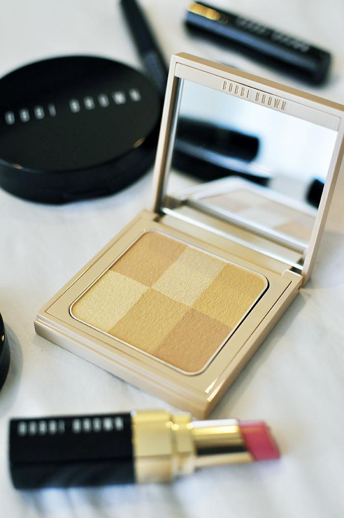 Bali Beauty Guide | Akanksha Redhu | illuminating powder on bed