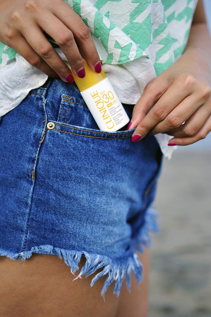 Bali Beauty Guide | Akanksha Redhu | taking sunscreen out of pocket