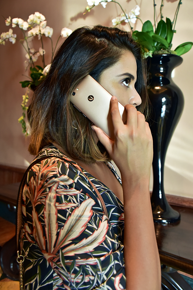 Gionee F103 Pro | Akanksha Redhu | talking on the phone