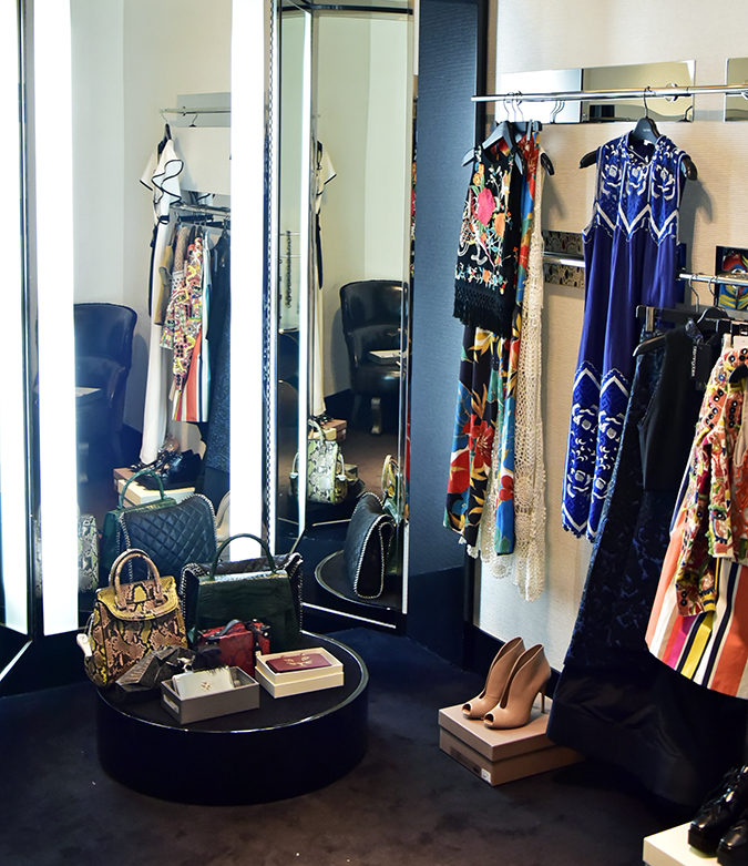 Emirates Holidays | Dubai | Akanksha Redhu | bloomingdales dressing room
