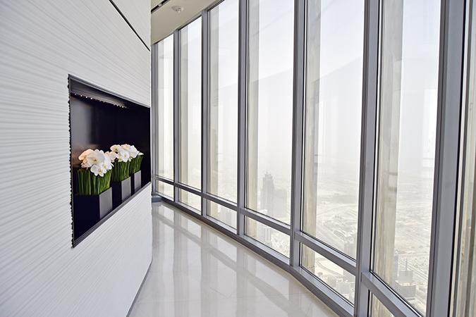 Burj Khalifa | Dubai | Akanksha Redhu | edge walkway