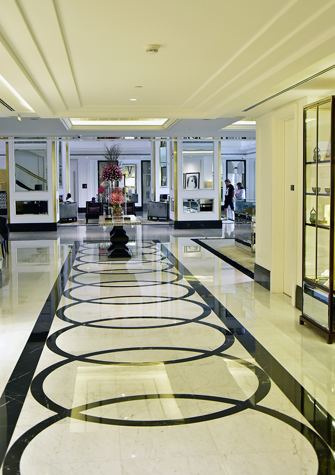 Taj Dubai | #EmiratesHolidays | Akanksha Redhu | circles on floor