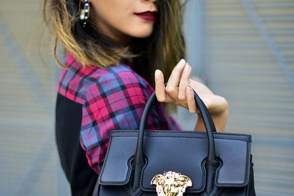 Sbuys | Akanksha Redhu | half side bag haning fingers