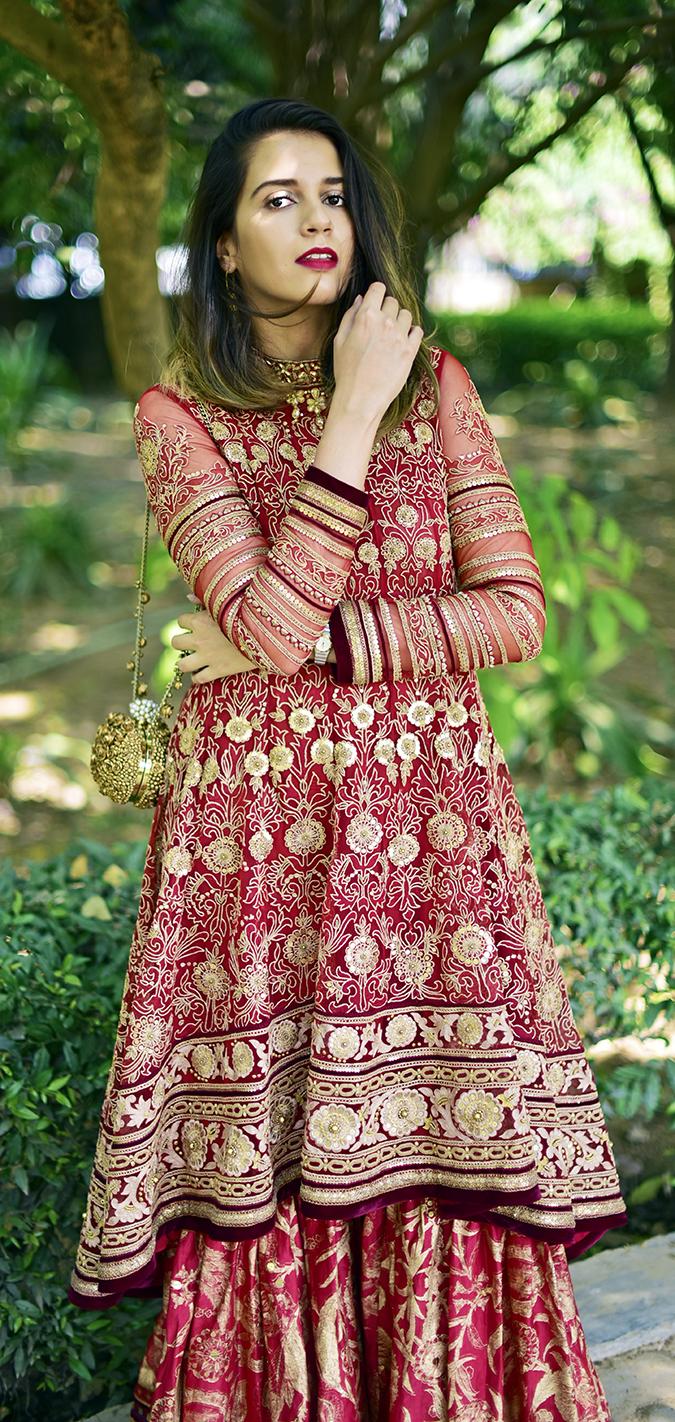 Tarun Tahiliani   Akanksha Redhu   kurta one hand on chin