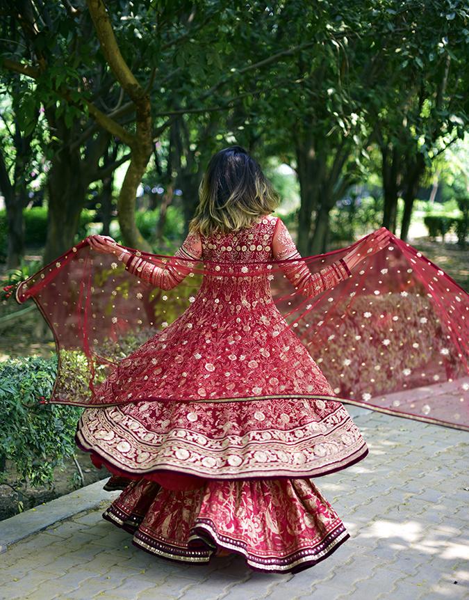 Tarun Tahiliani   Akanksha Redhu   full back dupatta twirl