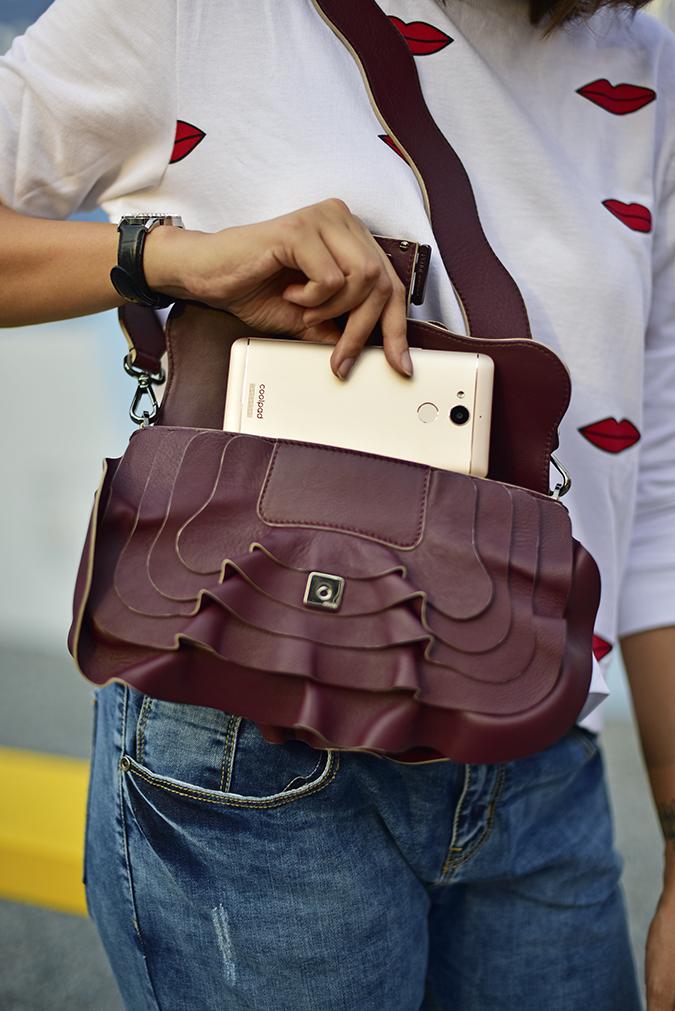 Coolpad India | Akanksha Redhu | taking out of bag