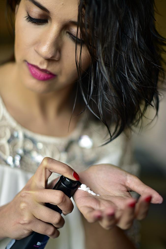 BBLUNT | Akanksha Redhu | face putting cc in hand
