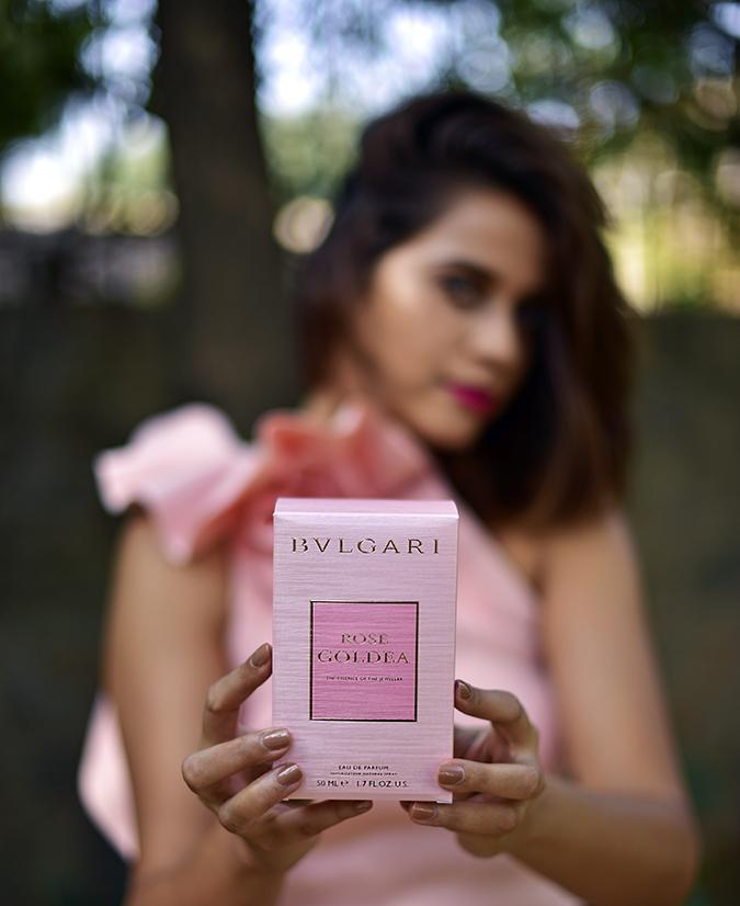 Bvlgari Rose Goldea   Akanksha Redhu   holding carton front focus