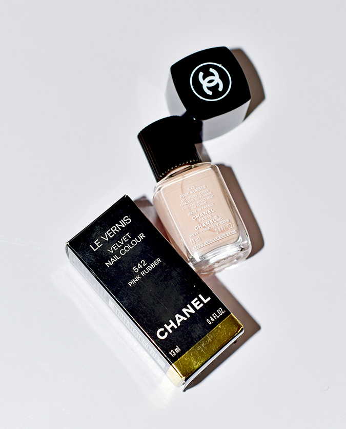 Collection Libre Synthetic De Chanel | Akanksha Redhu | pink rubber