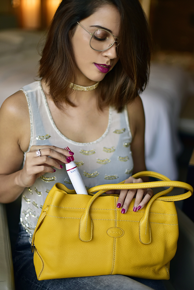 Veet Sensitive Touch Beauty Trimmer | Akanksha Redhu | taking out of bag