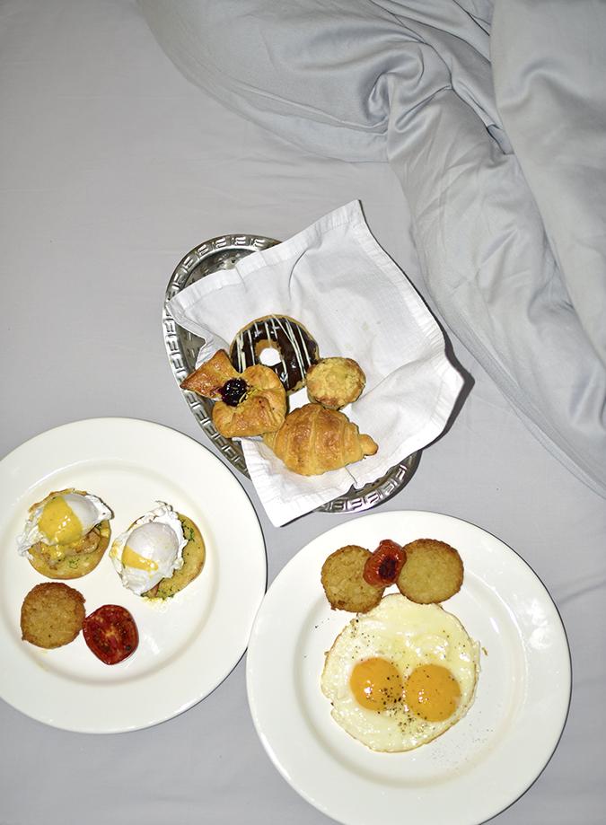Roseate House   Akanksha Redhu   breakfast on bed