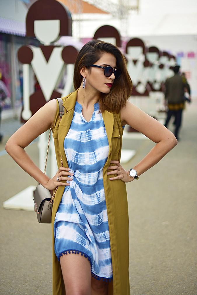 Amazon India Fashion Week | Akanksha Redhu | half front hands on waist look side