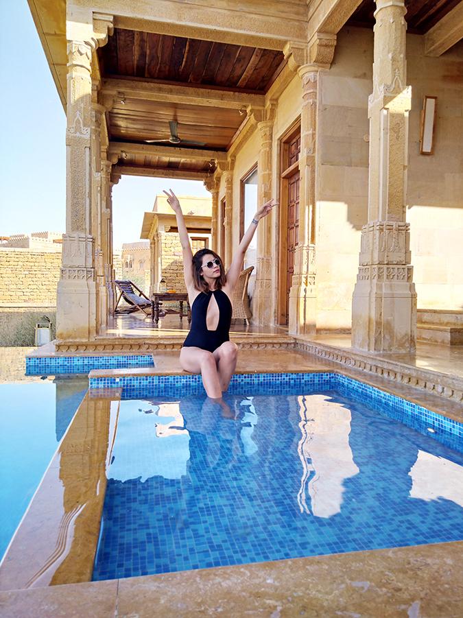 Nubia Z11 miniS | Akanksha Redhu | sitting in pool