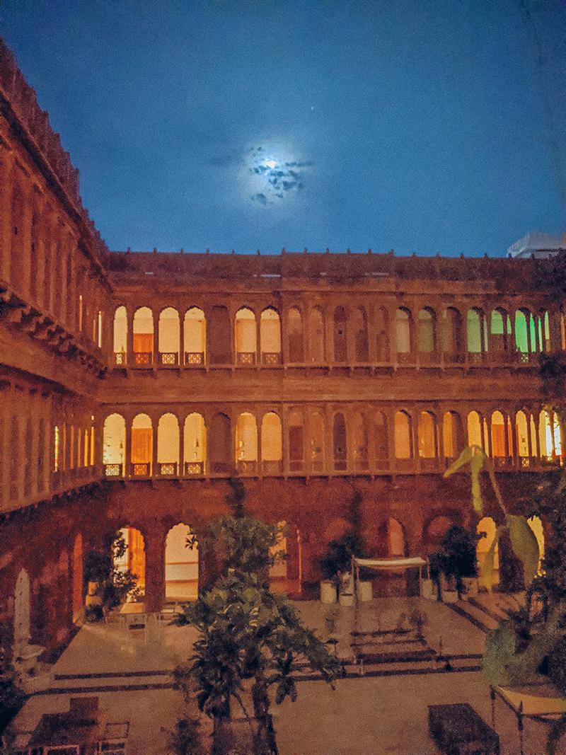 Primeiro bloqueio do posto de viagem - Narendra Bhawan 10